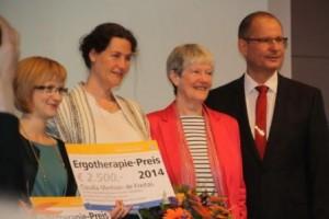 Gewinnerinnen dieses Jahr: Lisa Geuecke (Ergotherapie bei Erwachsenen mit ADHS) und Claudia Merklein de Freitas (Akademisierungsprozess der Ergotherapie)